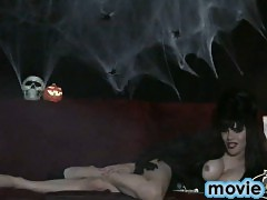 Sexy halloween queen Jesse masturbating